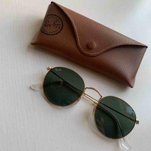 Klassiska solglasögon från rayban. Nypris: ca 1000 kr              Frakt 49 kr
