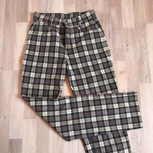 Unika byxor köpa second hand. Väldigt snygga på (högmidjade) och i bra skick. Skriv för mer info/bilder. Kan mötas upp i Gbg/köparen står för frakten❤️