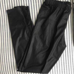 Svarta skin byxor, jätte bekväma, bra skick, pris går att diskutera
