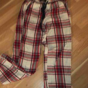 Ett par jättemysiga pyjamasbyxor som tyvärr inte kommer till användning längre. Kan sänka pris vid snabb affär! 💕 ni står för frakten!