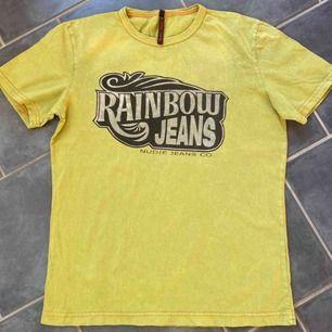 Vintage T-shirt från Nudie Jeans. Fint skick! (Något mer grön i verkligheten, kan skicka fler bilder :)