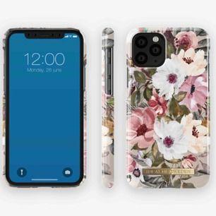 Helt nytt mobilskal från ideal of Sweden till iPhone 11 (PRO) Obruten förpackning. Säljes pga att jag köpte två och behöver bara ett. Ordinarie pris 399kr. FRAKTEN INGÅR I PRISET!!
