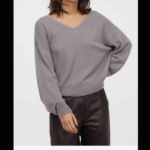 En såå mysig Kashmir tröja från Hm, den är i 100% Kashmir och såå mjuk💕 perfekt nu till vintern, storlek S