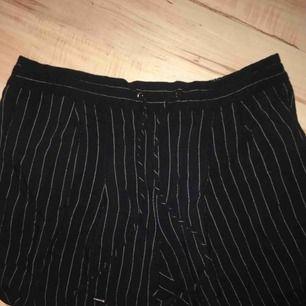 Mango kostym byxor, nästan aldrig använda pga. För små för mig. Betalning sker via swish och köpare står för ev frakt 🚚