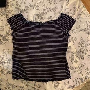 Snygg tröja som passar S-L, väldigt stretchig 💖