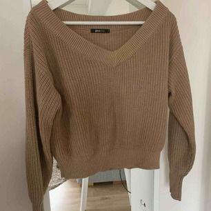 Oanvänd tröja från Gina tricot. Passar XS & S!