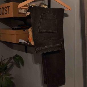 Svart golden goose jeans från farfetch. Väldigt minimalt använda och säljer de för att det är lite för små.