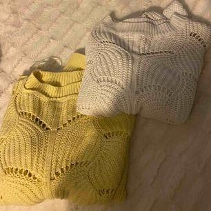 Super snygga stickade tröjor ifrån Gina den gula tröjan va ut och in😅 250kr för båda:)