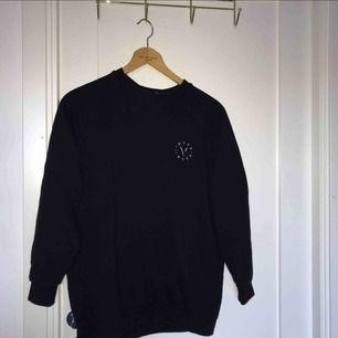 Oversized sweatshirt passar xxs-m, jätte bra skick!