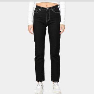 Avklippa jeans till ankeln på mig som är 160 cm lång. Mycket bra skick, köparen står för frakt!