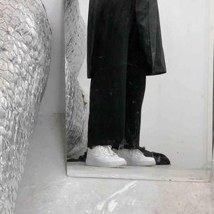 Raka byxor från bikbok, frakt 63:-
