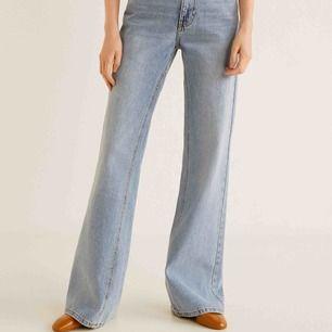 Jeans från Mango! Uppsydda dock för att passa mig som är 165. Så de går ner precis till marken :) Superfina!