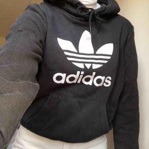 hoodie från adidas! frakt 65kr