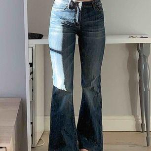 Stretchiga, supersköna bootcut jeans!! Jag är 170 och är perfekt längd för mig. Kan mötas upp i Stockholm eller så står köparen för frakt💙
