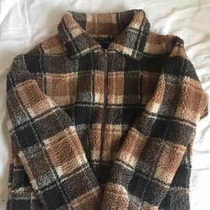 SUPERBRA SKICK! (Aldrig använd pga inte min stil??) tycker dock att jackan är superfin och inte för varm men inte för kall, perfekt till vår/höst.