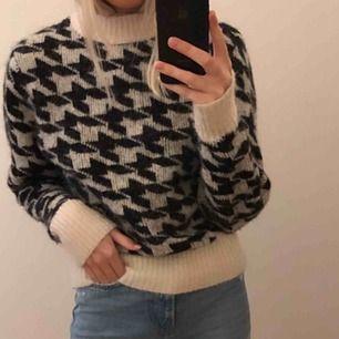 Tröja från H&M i alpacka ull, varm och skön! Sticks inte! Möts upp i Stockholm och står inte för frakt.