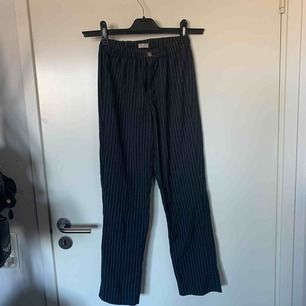 Kostymbyxor från brandy Melville i one size storlek men sitter som S.   Möts upp i Nacka/Stockholm annars står köparen för frakt:)