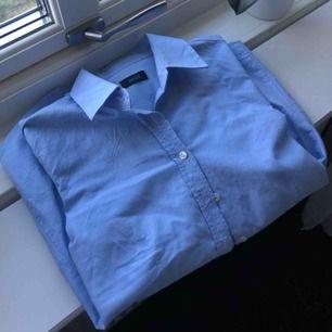 en klassisk och figursydd skjorta från And! aldrig använd 💖 frakt tillkommer!