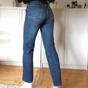 Vintage diesel-jeans! Insydda och passar en W 26/27. Jag är själv 170 cm. Köparen står för frakten.