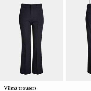 """Säljer mina favvobyxor """"Vilma trousers"""" då de tyvärr blivit förstora Frakt tillkommer!💕 skulle säga att de passar även 38 då de är tajta"""