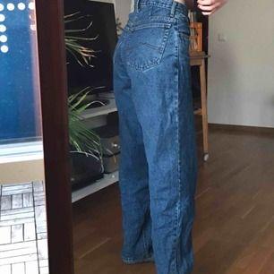 Superballa street jeans från Rocky! Storlek S/M, jag på bilen är 177cm😆👍 möts helst i Stockholm då frakten blir 79kr