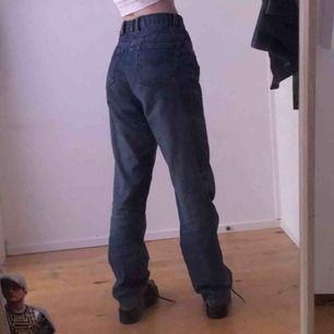 Armani jeans 👍💕 super coola och nice! Säljer för att de inte kommer till användning längre😔👊 Skick 7/10 💕 jag är 177cm lång👹 möts eller fraktar för 65kr 🧚♀️