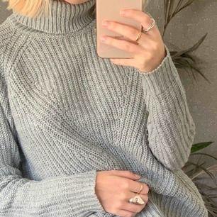 Super mysig turtleneck tröja från Jaqueline de Yong! Finns att hämta i Stockholm, men kan även fraktas för en mindre kostnad <3