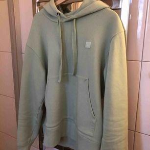 grön hoodie från acne, helt ny, liten i storleken så passar M