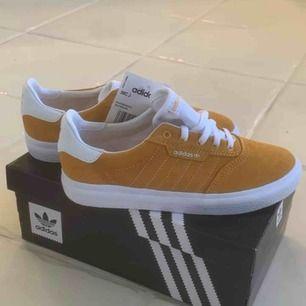 Fina skor från adidas, storlek 35