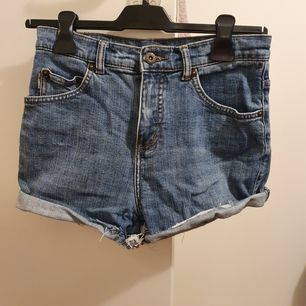 Bästa shortsen som vart med mig länge, klippt själv till shorts, passar storlek 34/36.