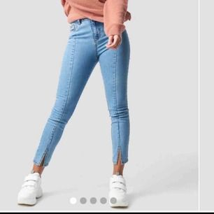 Super snygga jeans med slits från nakd som inte kommer till användning längre, priset går att diskutera. Frakt tillkommer💕