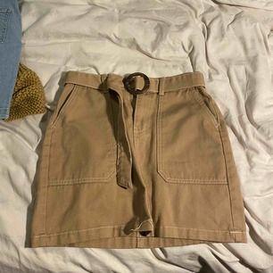 Oanvänd kjol från primark!