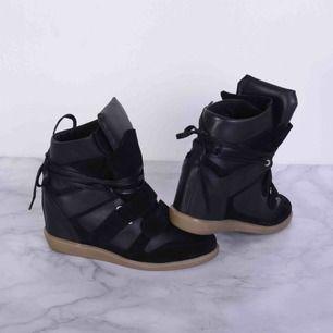 Säljer mina Isabel Marant liknande skor! Nypris är 1800 kr men säljer för 500. Använd några fåtal gånger, inga slitningar!