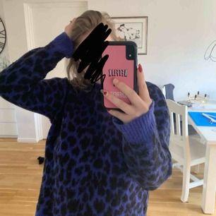 Lila leopardmönstrad tröja från en av NA-KD. Frakt tillkommer🥰
