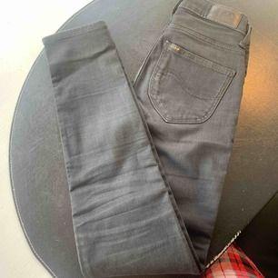 Ett par så sköna jeans från lee. Nypris över 1000kr mitt pris är 100kr  Endast andvända i någon månad men passar mig inte nu