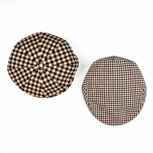 Set of two unisex vintage 70s houndstooth tweed flat caps Some signs of wear 1. Bohlins Modell, Sweden, Label: 59 2. The Scotty cap, Label: 58, 7 1/8 Free shipping! Read the full description at our website majorunit.com No returns Price is final
