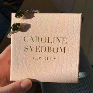 Armband från Caroline Svedbom HELT NYTT! Nypris 600 kr. FRAKTEN INGÅR I PRISET❤️❤️ kolla gärna på allt annat jag säljer 🥰