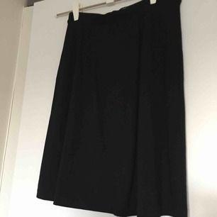 Svart kjol från Filippa K. Fint skick. Passar även mig som har S. 📬 Frakt 63 kr