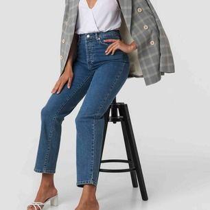 Snygga jeans från nakd !! Storlek 36 som motsvarar S!! Skriv om ni har några frågor! Nypris 500!