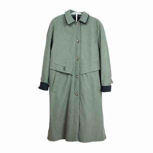 Vintage 90s oversized long overcoat in olive green Label: D 38, F/B 40, GB 12, I 44, NL 38, fits best sizes S-M depending on desired fit Free shipping! Read the full description at our website majorunit.com No returns