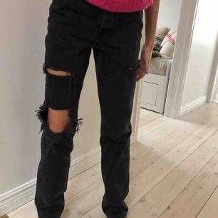 Nya raka långa jeans med lapparna kvar! Från zara 650kr! Strl 32 mer som en 34 skulle jag säga. (Slutsålda på hemsidan kommer ej tillbaks.)