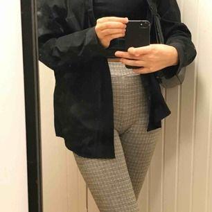 Byxor från Urban outfitters för 50€, lite korta på mig som är 173cm men fina och otroligt sköna:) endast använda en gång