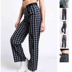 *intressekoll*. Snygga rutiga och vida kostymbyxor från Ribecka X Madlady kollektionen. Använda fåtal gånger. Justerbar midja. Bekvämt tyg. Köpare står för frakt (74kr)💞