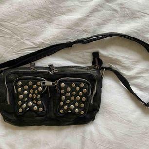 NuNoo väska, medium storlek. Säljer pga har andra väskor jag gillar mer 🧡