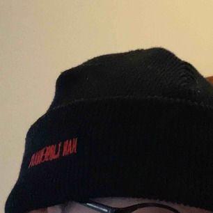 Väldigt fin Han Kjobenhavn mössa! Sparsamt använd och väldigt varm! Unisex och one size. Möts upp i Stockholm. Pris går att diskutera