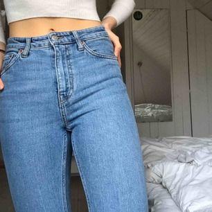 Snygga jeans från weekday, sparsamt använda. Originalpris: 500kr. Frakt tillkommer men kan även mötas upp 💌