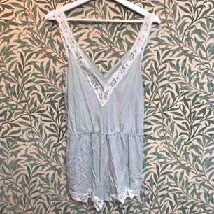 Jumpsuit pyjamas från oysho i storlek s.  Helt oanvänd, lappen kvar!  Fin djup rygg, se bild 2.