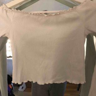 Off shoulder tröja från H&M divided. Använt 3 gånger
