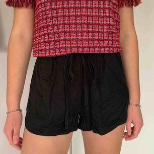 Svarta shorts från Brandy Melville. Säljer pga nästan aldrig använda.☺️ (frakt tillkommer)