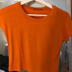 Neon T-shirt från Zara. Använt 2 gånger
